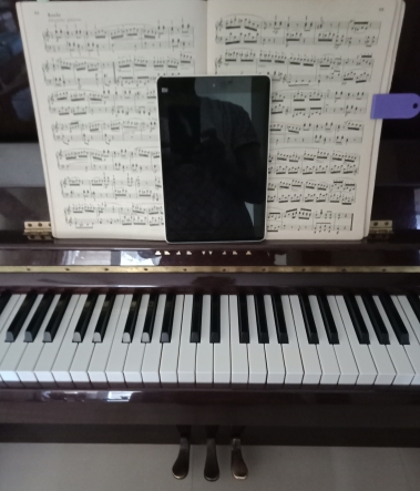 Device on Piano Book Stand